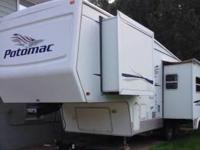 2004 Potomac 5330RLKS, DVD Player, 3 Slides, Sleeps 4,