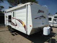 Year:2004Condition:Used TOYHAULER RUGGED AND ROOMY