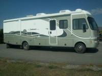 2004 Fleetwood Class A RV for sale. Excellent