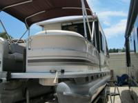 32 ft Party Barge !! FRESH WATER BOAT. 2004 Sun Tracker