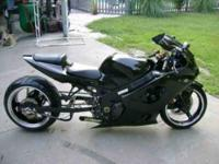 2004 Suzuki GSX-R1000 Sportbike This all black bike has