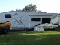 2004 Thor Jazz 5th Wheel This 28.5 foot RV is in