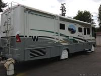 2004  WINNEBEGO ADVENTURER FULLY LOADED. 18,000