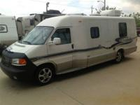 2004 Winnebago Rialta 22 ,22200 actual miles Twin Bed