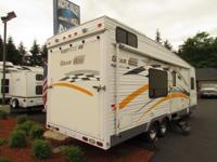 2004 30' FLEETWOOD GEAR BOX TOY HAULER MODEL M-2600 FS