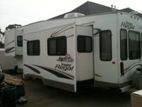 2004 REGAL PROWLER by FLEETWOOD. THIS 33 FOOT 5TH WHEEL