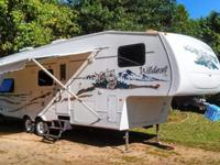 2005 ONE OWNER 31ft. WILDCAT 5th wheel camper,
