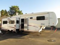 2005 35' FOREST RIVER CARDINAL WITH 3 SLIDE-OUTS *