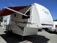 2005 Alpenlite Versailles Villa 32RL 5th Wheel with 3