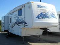 2005 Carriage Cameo LXI 5th Wheel This pristine 32 foot
