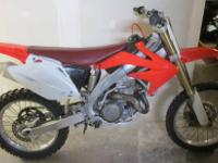 2005 CRF450R HONDA DIRT BIKE RED 450CC - RUNS GOOD 2005