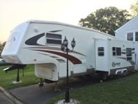 Single Slide Travel Trailer, Queen Bed w/Dbl.