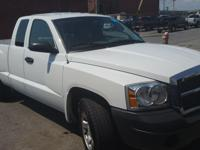 2005 WHITE DOGE DAKOTA 4X4 PICK UP 1/2 TON-V6 CLUB CAB