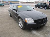 Options:  2005 Dodge Magnum 4D Wagon Rt Black Air