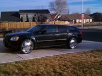 Beautiful Black 2005 Dodge Magnum RT. 5.7 Liter V8 Hemi