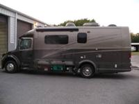 This used 2005 Dynamax Dynaquest 260ST is in fantastic