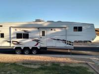 2005 Eclipse RV Attitude. Very clean and a Wide Body