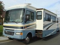 2005 Fleetwood Bounder 36Z -- Excellent Condition Low