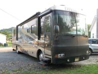 ! 2005 Fleetwood Exploration 38N * Triple-Slides *