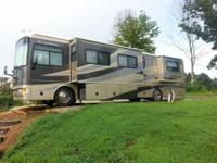 2005 Fleetwood Expedition. Experience the luxurious
