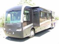 2005 Fleetwood Revolution 40LE Class A This 40 foot