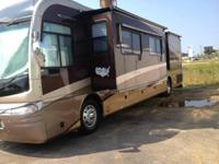 2005 Fleetwood Revolution LE. This is a 2005 Fleetwood