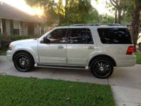 2005 Ford Expedition Limited This SUV currently has