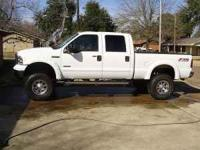 2005 Ford F250 POWERSTROKE LARIAT LIFTED. Leather