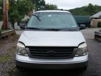 Hello i am selling a 2005 ford freestar. Very clean and