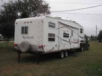 2005 Forest River Rockwood This 5th wheel is fully self