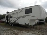2005 Forest River Sandpiper 5th Wheel. Length 32FT-