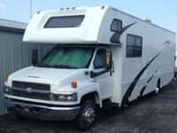 One 2005 Fourwinds International Funmover 33C toyhauler
