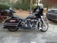This bike is in show room condition, 2005 Electra Glide