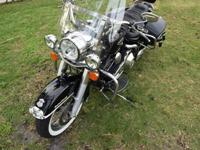This Road King Classic is absolutely beautiful! With