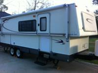 2005 Hi Lo Towlite 27T, Length: 27, 1 Slide, Sleeps 4,