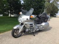 2005 GL1800 Goldwing, silver, 29000 miles, clear