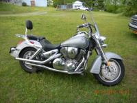 2005 Honda VTX 1300 R silver and chrome it is a