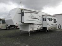 2005 Jayco Designer 5th wheel2 slides31 ftKING SIZE