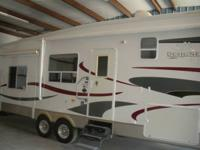 2005 Jayco Designer 35' fifth wheel for sale. All