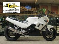 Like its larger siblings the NINJA 250R features an