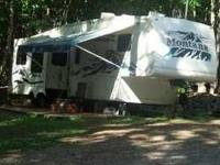 2005 Keystone Montana M3400RL. 37 Feet Sleeps 4 People