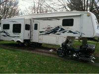 2005 Keystone Montana in Excellent Condition- - White