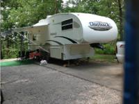 2005 Keystone Outback M28FRLS 5th Wheel. Length 28ft-