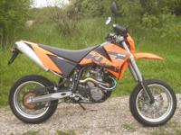 The sportier Supermoto. A smaller 9-liter tank for