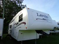 2005 LAREDO 27RL / SINGLE SLIDE / 5TH WHEEL