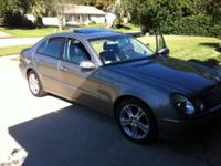 Lovely E500 4matic all wheel drive sedan. Low gas