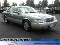 Exterior Color: green, Body: Sedan, Engine: 4.6L V8 16V