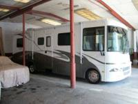 Class A 29 Ft. 8 In. Gas Motorhome 2005 Monaco R-Vision