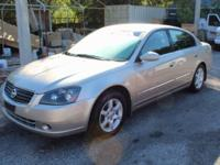 **CLEAN CARFAX** and **LOCAL TRADE**. SL Package (8-Way