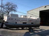 2005 Sun Tracker Party Barge, 17 ft. with minn kota 2